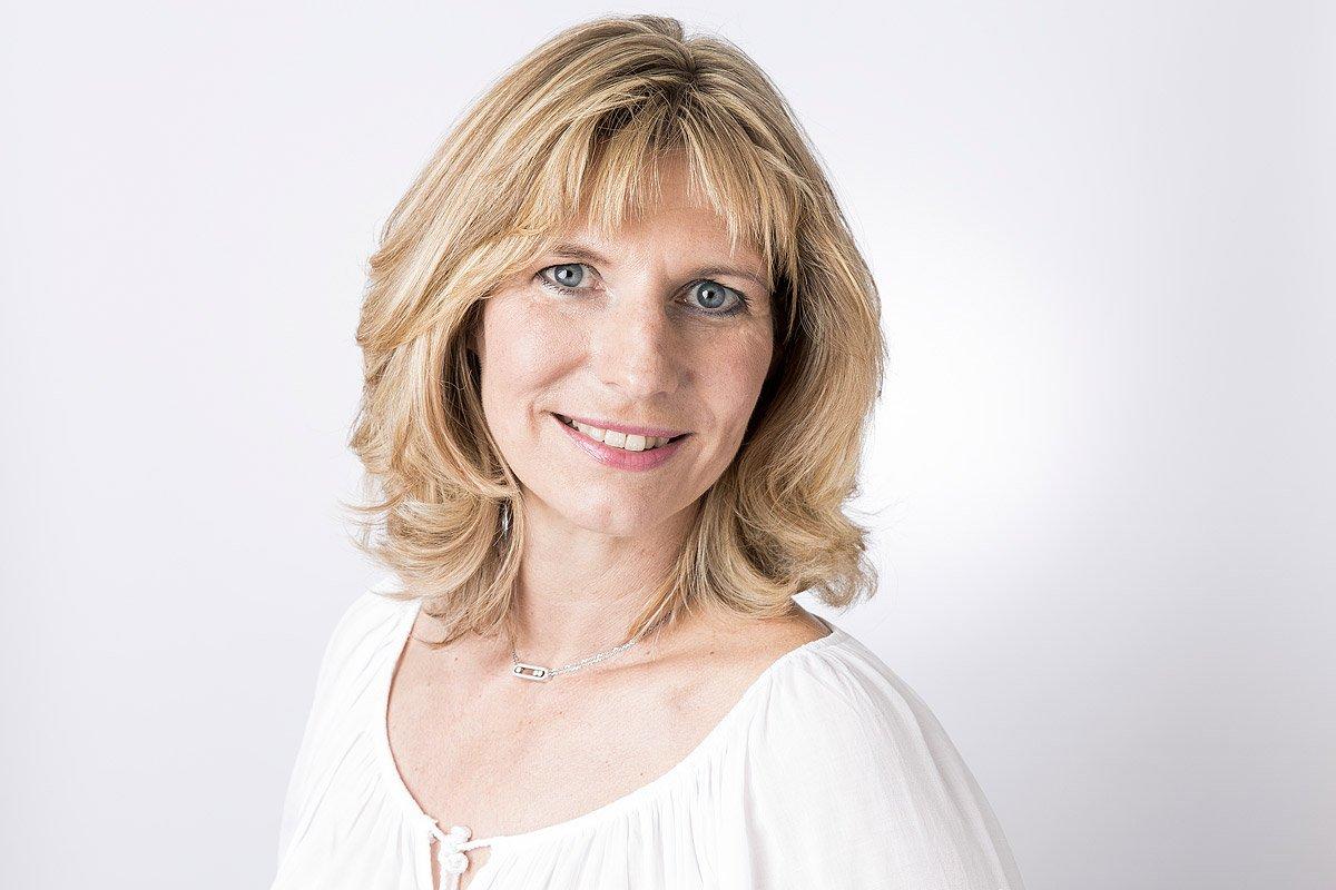 Portrait de Caroline fontaine avocate au barreau d'Aix-en-Provence