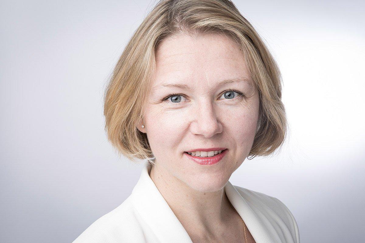 Portrait de Élena Rouvière Directrice des Ressources Humaines chez Assurant à Aix-en-Provence