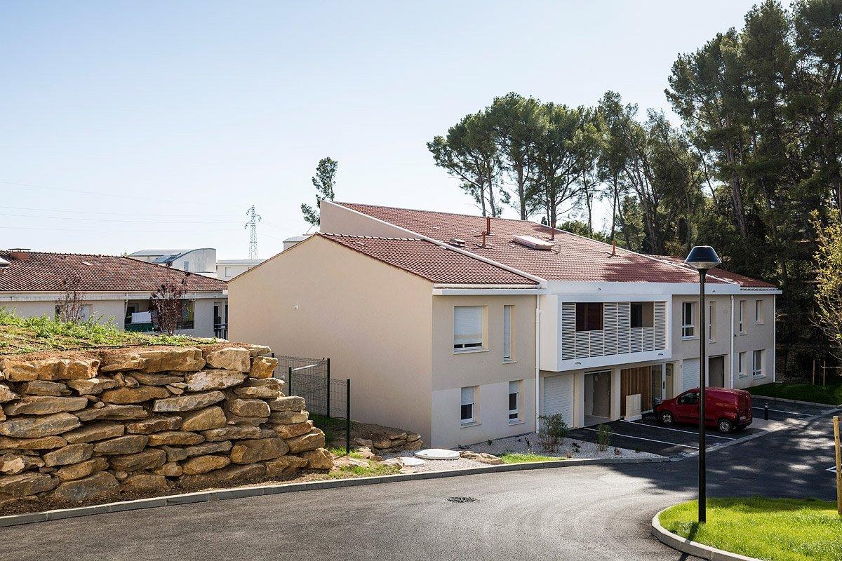 Bâtiment d'une résidence conçue par le promoteur Vinci Immobilier à La Ciotat photographié par Denis Dalmasso Photographe d'architecture à Aix-en-Provence