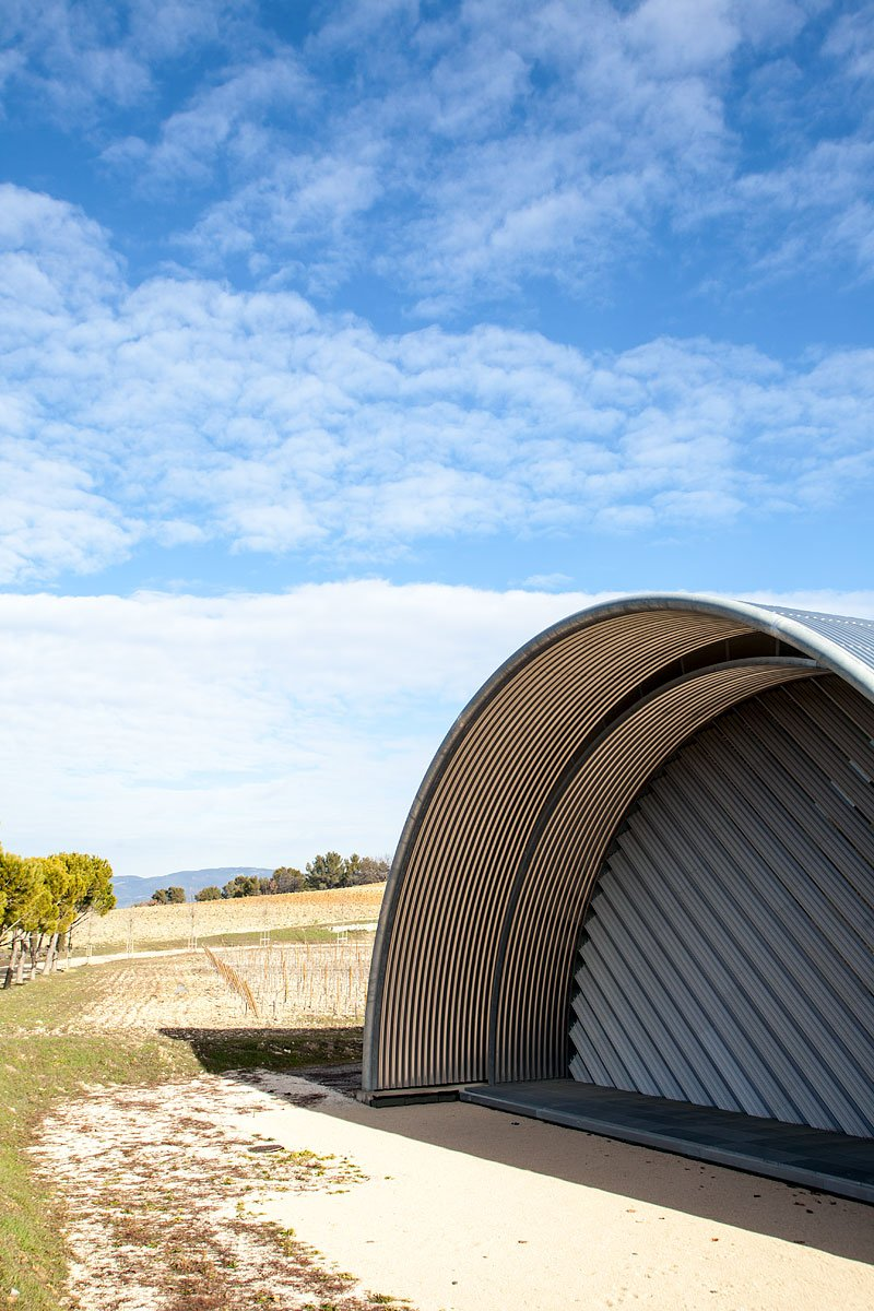 Cave de vinification du Chateau La Coste conçu par l'architecte Jean Nouvel