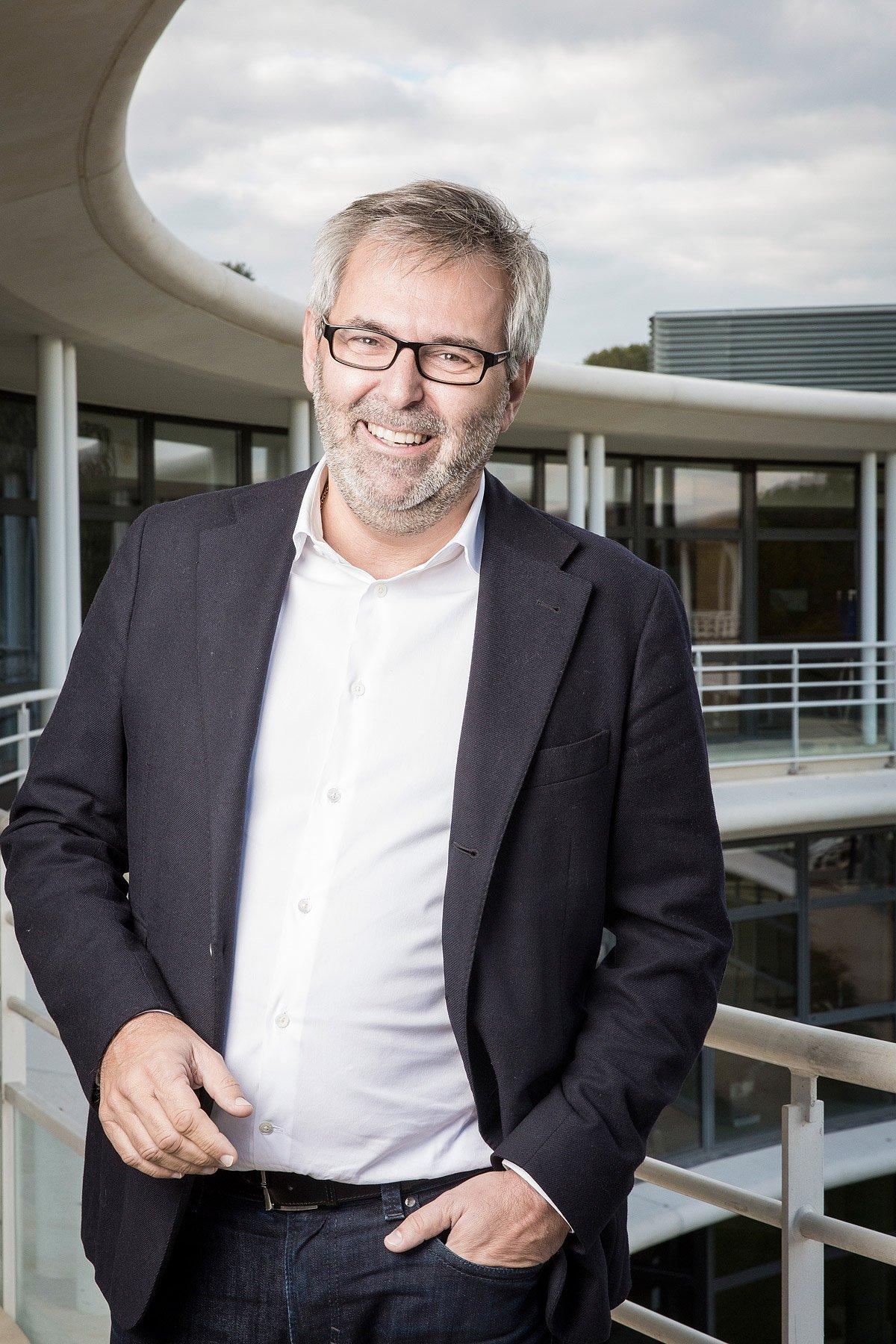 Portrait d'Eric Paumier, à Aix-en-Provence, dans les locaux de HOPPS Group, par Denis Dalmasso, photographe