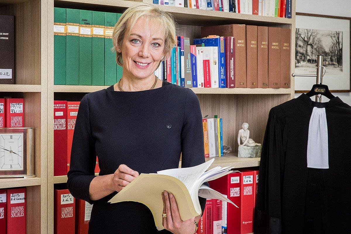 Corporate portrait of a lawyer in front of her office library shot in Marseilles by Denis Dalmasso, portrait photographer in south of France