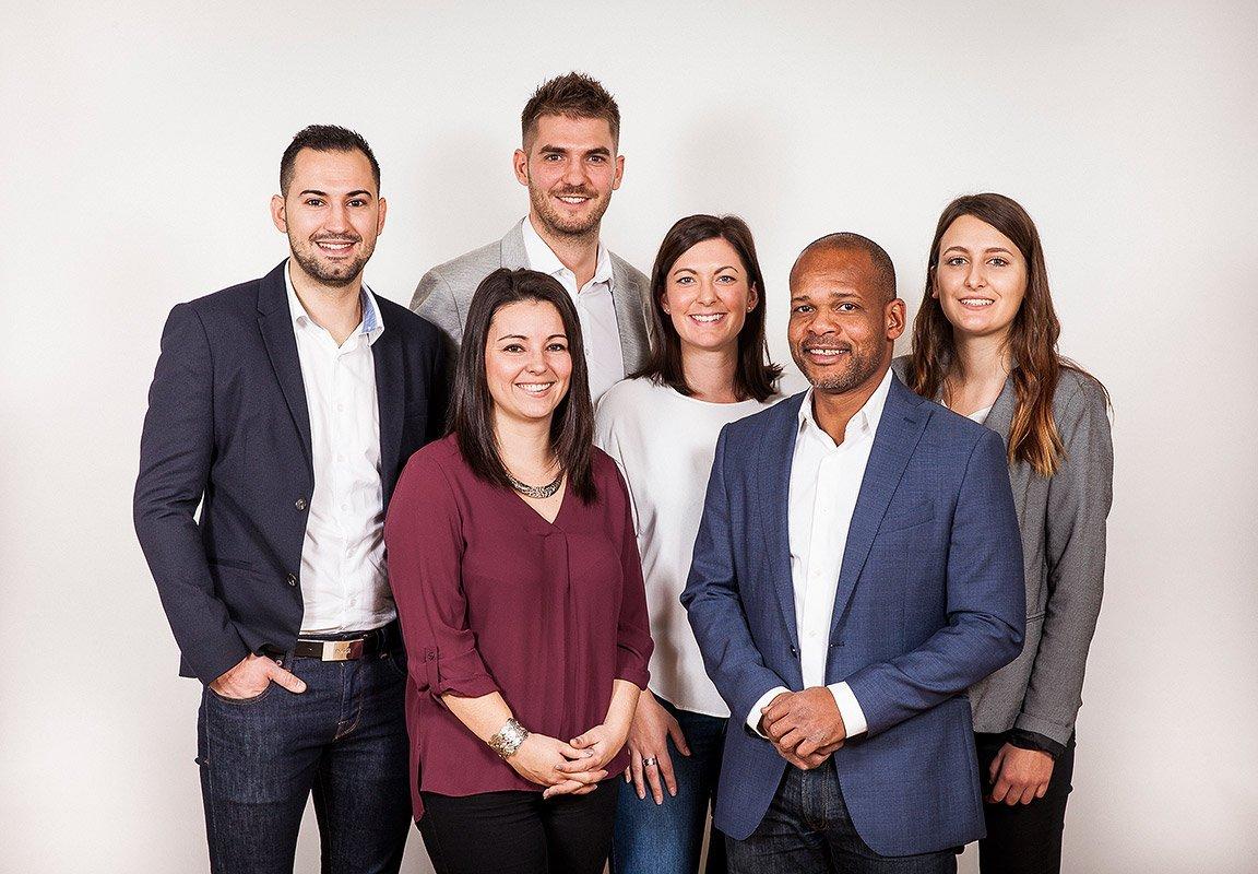 Portrait de groupe de l'équipe d'agents immobiliers © Denis Dalmasso