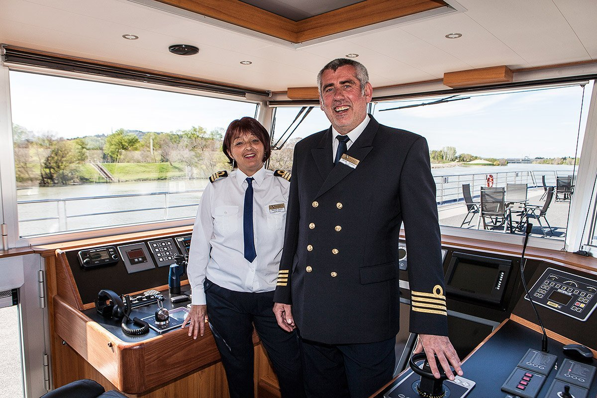 Captain and 1st Main officer of River Discovery II - Vantage travel © Denis Dalmasso