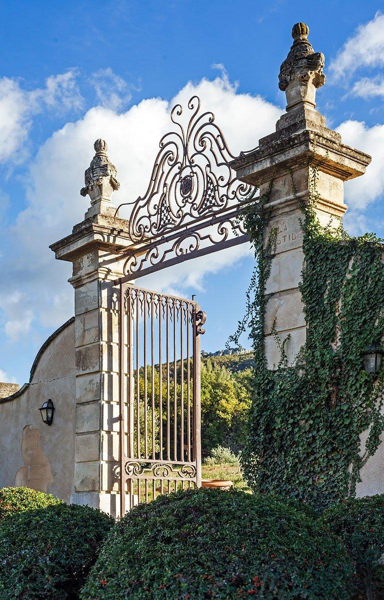 Entrée du Château Grand Boise à Trets