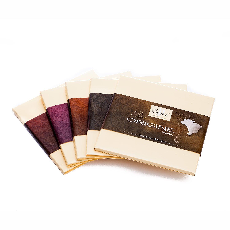 Packshot produit d un assortiment de tablettes de chocolat pure origine de la chocolaterie Puyricard