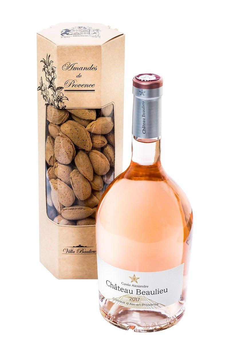 Packshot d'une bouteille de vin rose avec une boite d'amandes du château Beaulieu