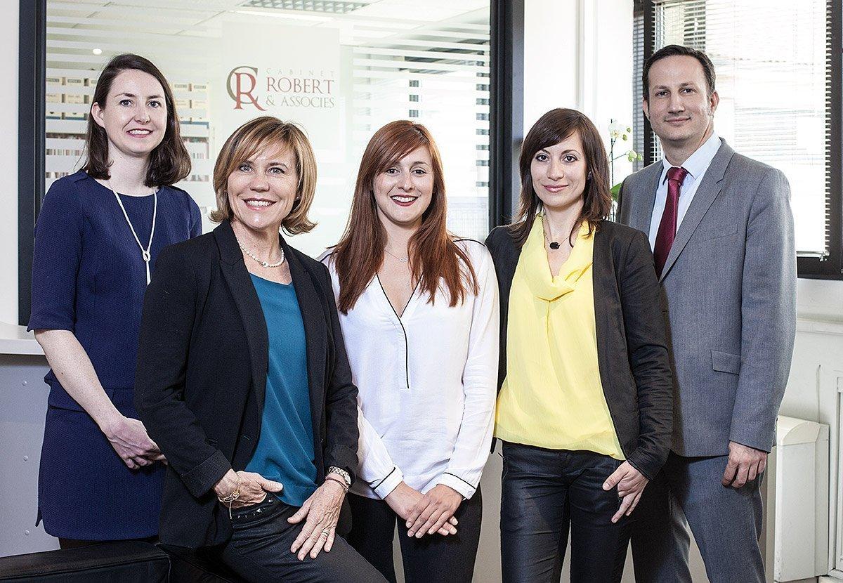 Portrait de groupe de la société d'avocats Robert & Associés à Aix-en-Provence