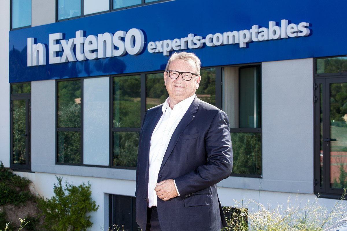 Portrait professionnel en extérieur de Didier Amphoux président de In Extenso Méditerranée