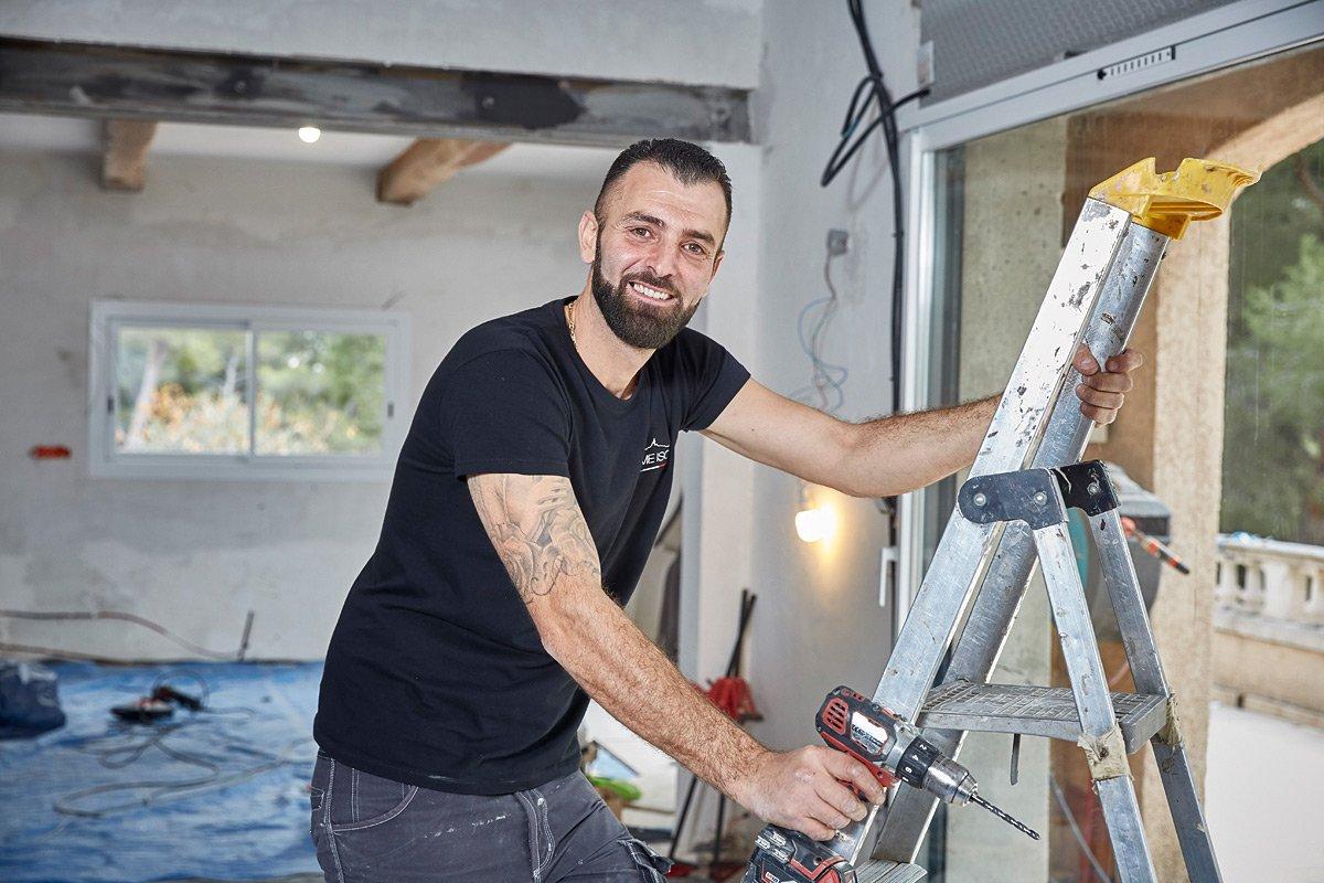 Portrait d'un entrepreneur du batiment sur un chantier