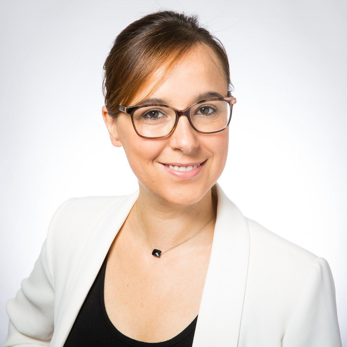 Portrait professionnel d'Élodie Serrat pour ses profils de réseaux sociaux