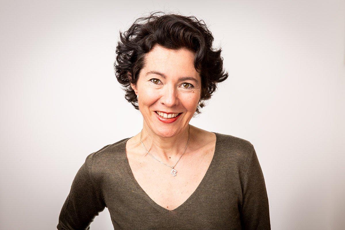 Portrait professionnel pour cv et profil LinkedIn de Rose-Marie Marchai, coordinatrice de vente à l'international à Aix-en-Provence
