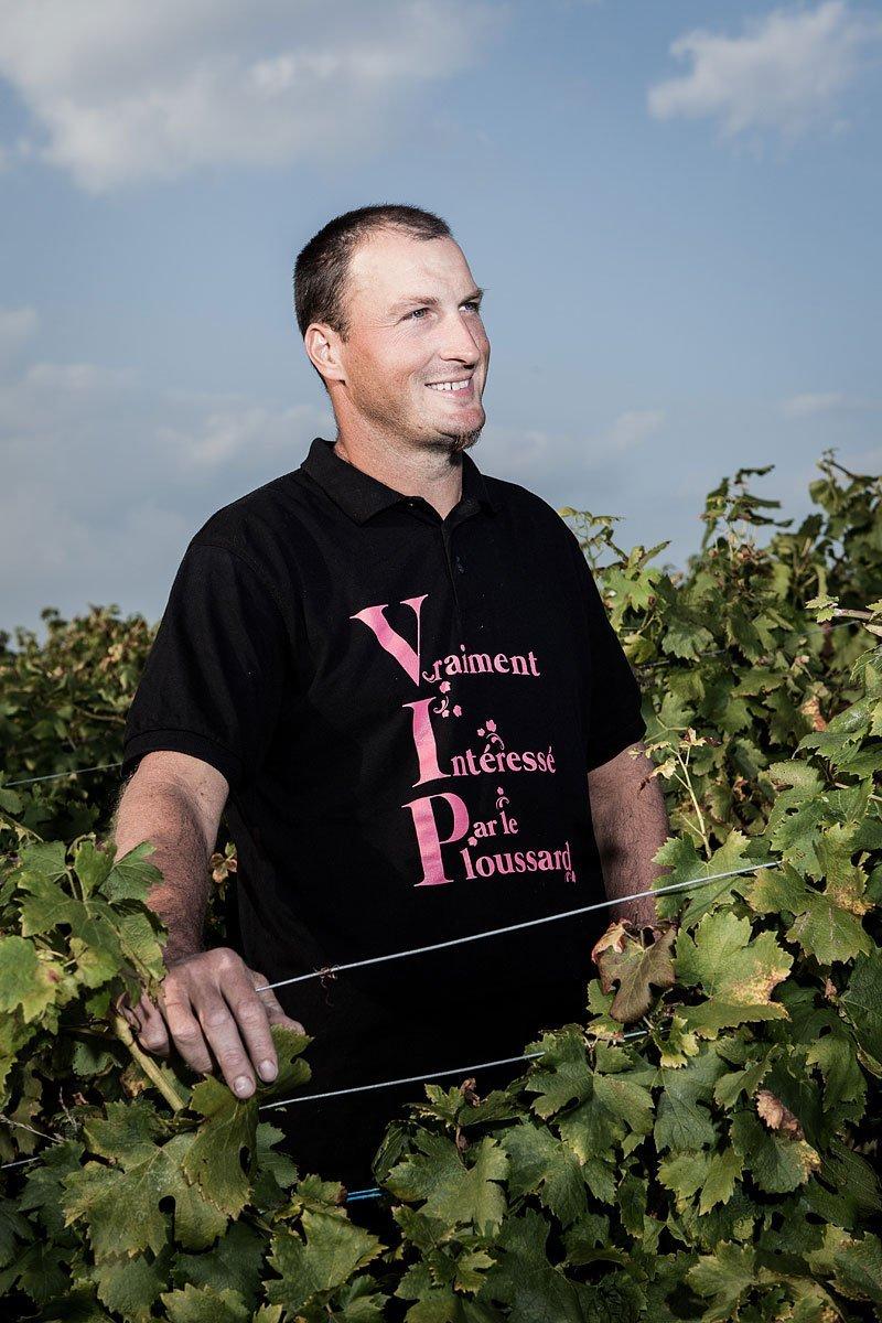 Portrait d'un vigneron du Jura dans ses vignes