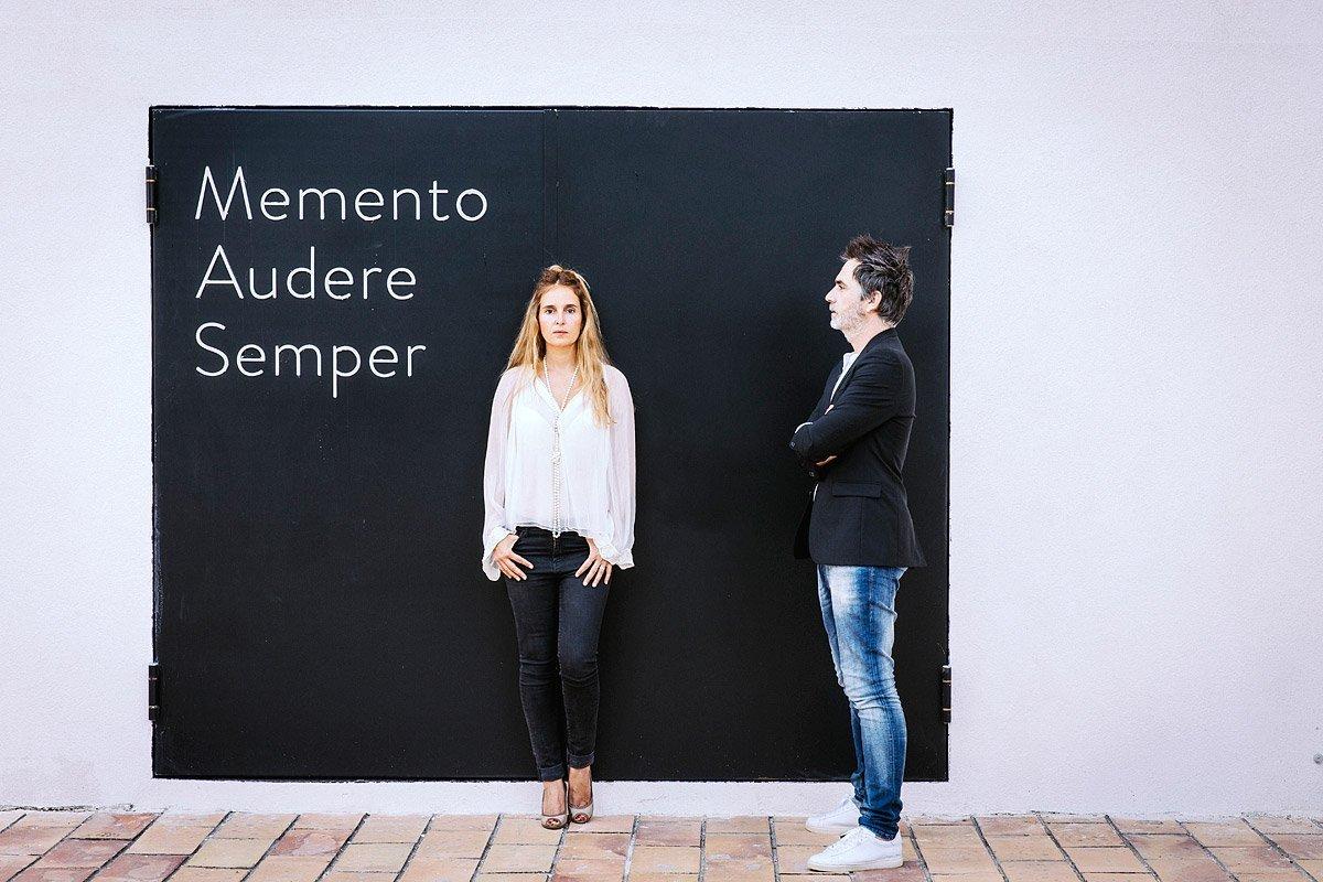 Portrait de Christophe Debregeas et sa compagne devant l'entré du siège de leur société Cyria à Aix-en-Provence